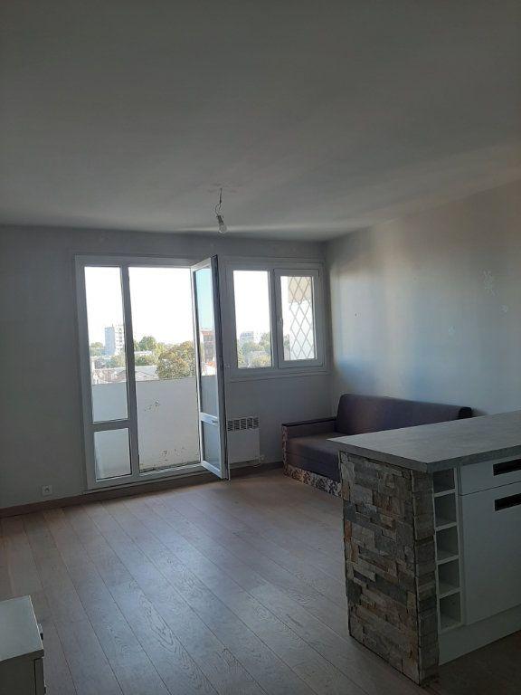 Appartement à louer 1 30m2 à Aubervilliers vignette-2