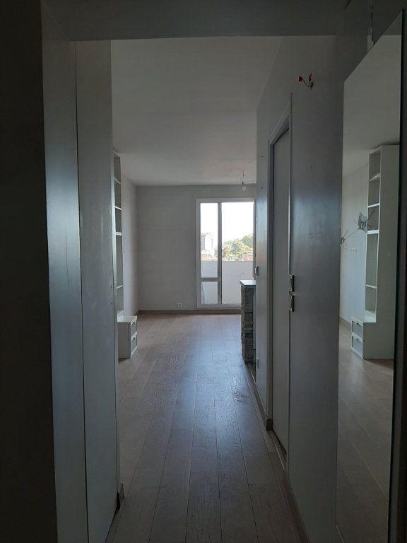 Appartement à louer 1 30m2 à Aubervilliers vignette-5