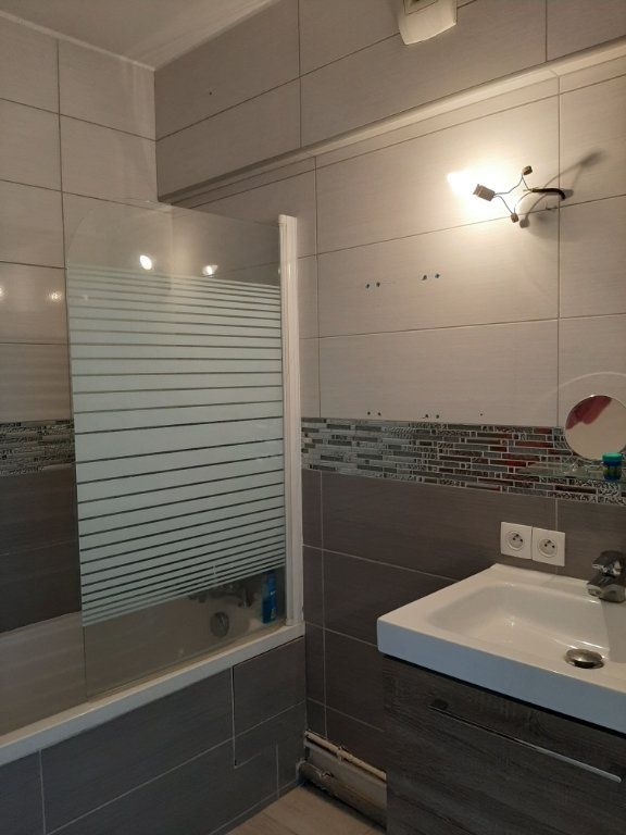 Appartement à louer 1 30m2 à Aubervilliers vignette-6