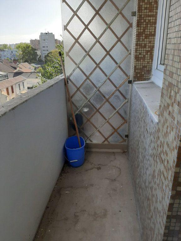 Appartement à louer 1 30m2 à Aubervilliers vignette-9