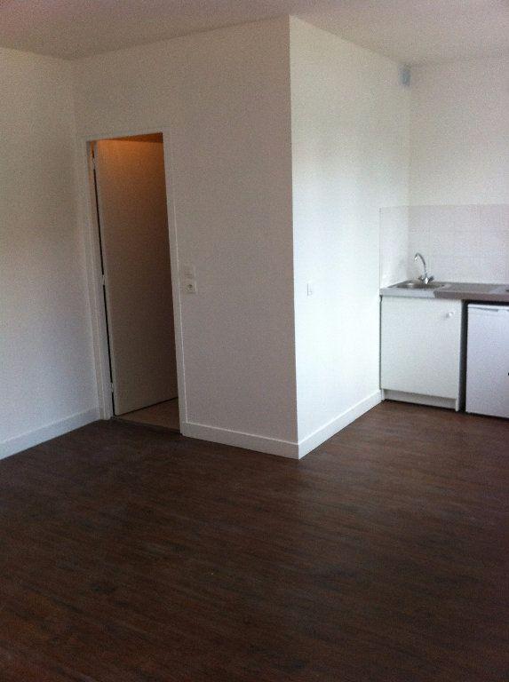 Appartement à louer 1 20m2 à Aubervilliers vignette-1