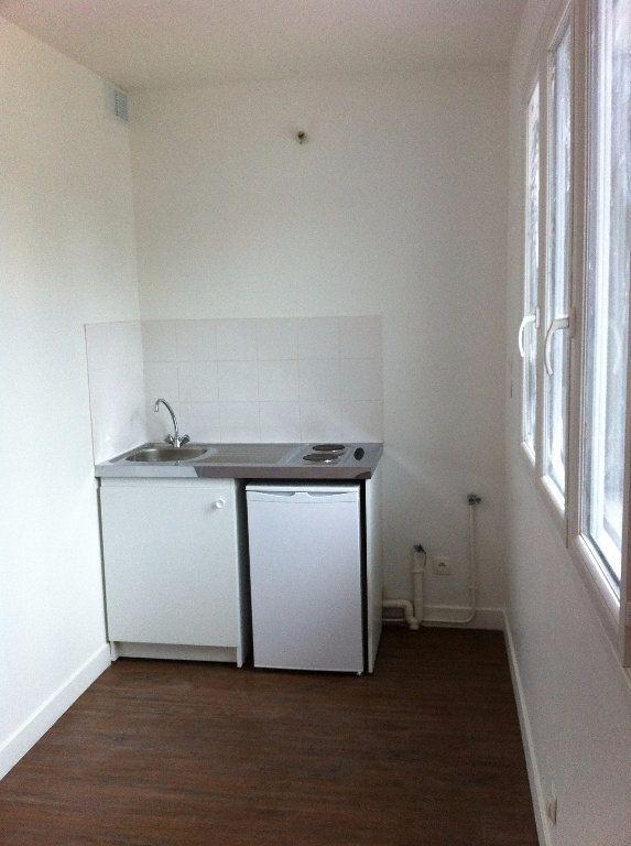 Appartement à louer 1 20m2 à Aubervilliers vignette-2