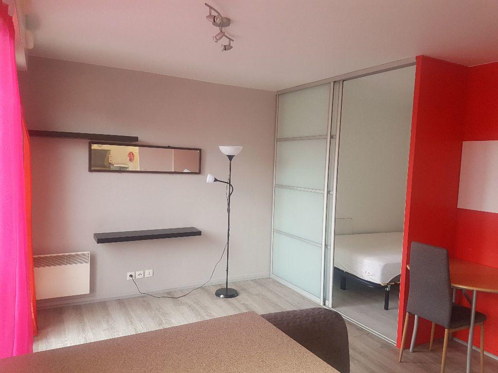 Appartement à louer 1 30m2 à Saint-Denis vignette-1