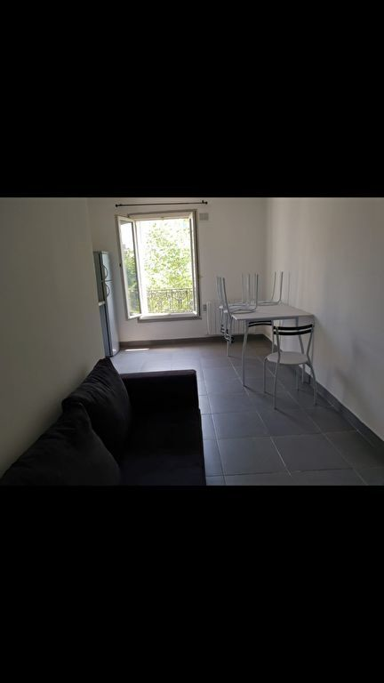 Appartement à louer 2 27.1m2 à Saint-Denis vignette-3