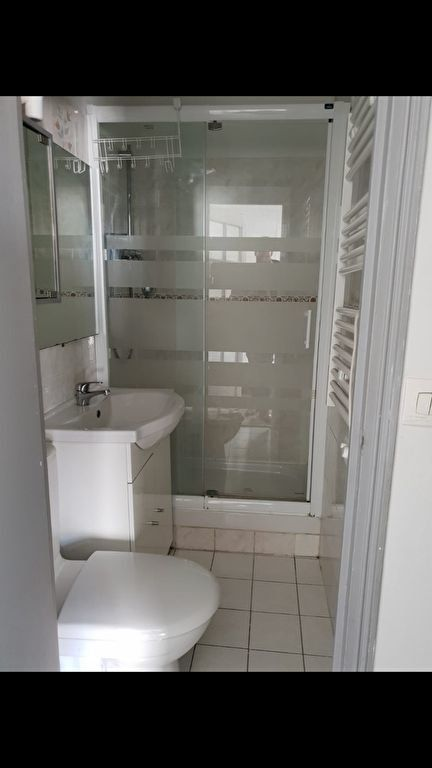 Appartement à louer 2 27.1m2 à Saint-Denis vignette-5