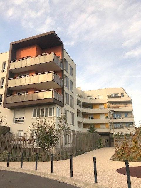 Appartement à louer 1 27m2 à Saint-Denis vignette-1