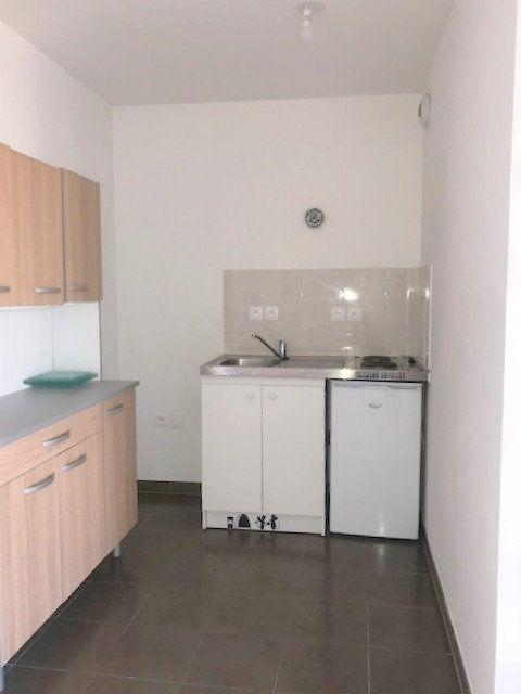 Appartement à louer 1 27m2 à Saint-Denis vignette-3