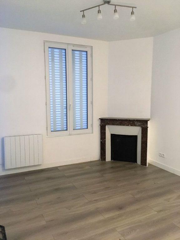 Appartement à louer 2 38m2 à Saint-Denis vignette-1