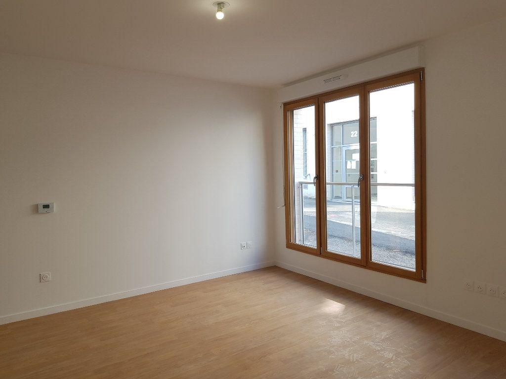 Appartement à louer 1 33m2 à Saint-Denis vignette-2