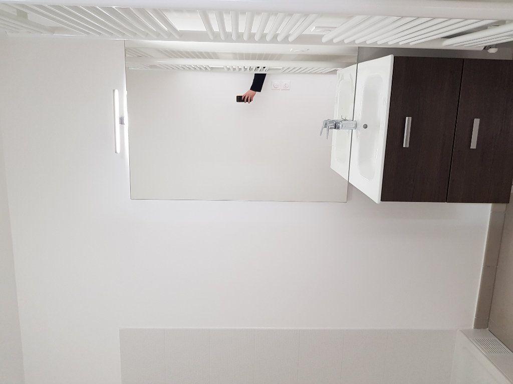Appartement à louer 1 33m2 à Saint-Denis vignette-5