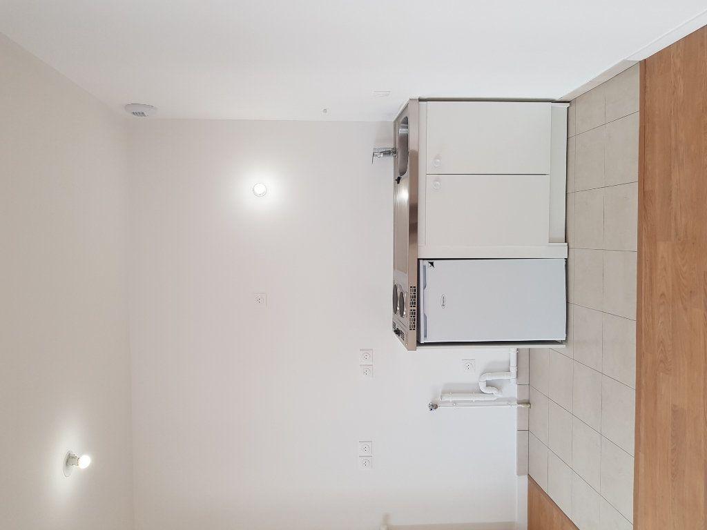 Appartement à louer 1 33m2 à Saint-Denis vignette-6