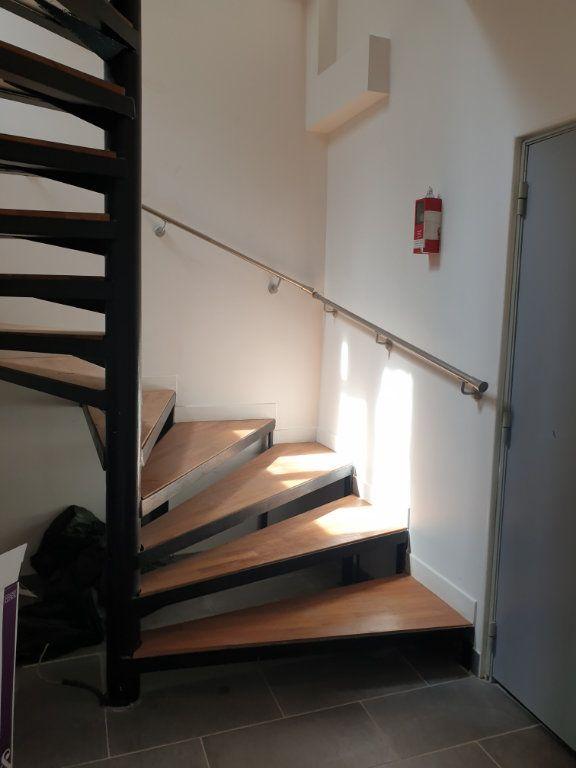 Appartement à louer 1 14.11m2 à Montreuil vignette-1