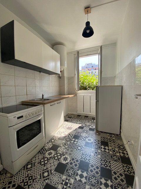 Appartement à louer 2 43m2 à Aubervilliers vignette-2