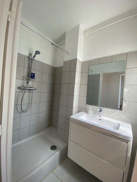 Appartement à louer 2 43m2 à Aubervilliers vignette-3