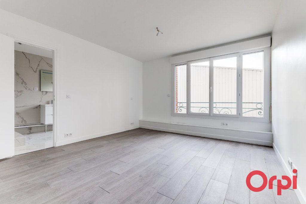 Appartement à vendre 4 106m2 à Saint-Denis vignette-3