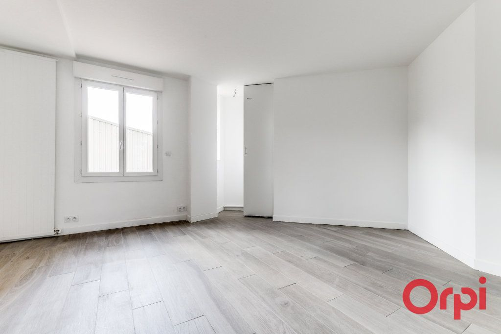 Appartement à vendre 4 106m2 à Saint-Denis vignette-4