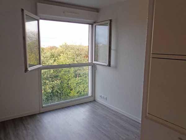 Appartement à louer 1 22m2 à Saint-Denis vignette-2