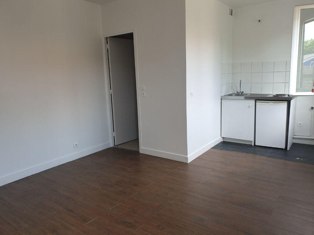 Appartement à louer 1 21m2 à Aubervilliers vignette-1
