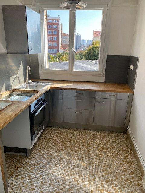 Appartement à louer 3 54m2 à Aubervilliers vignette-1