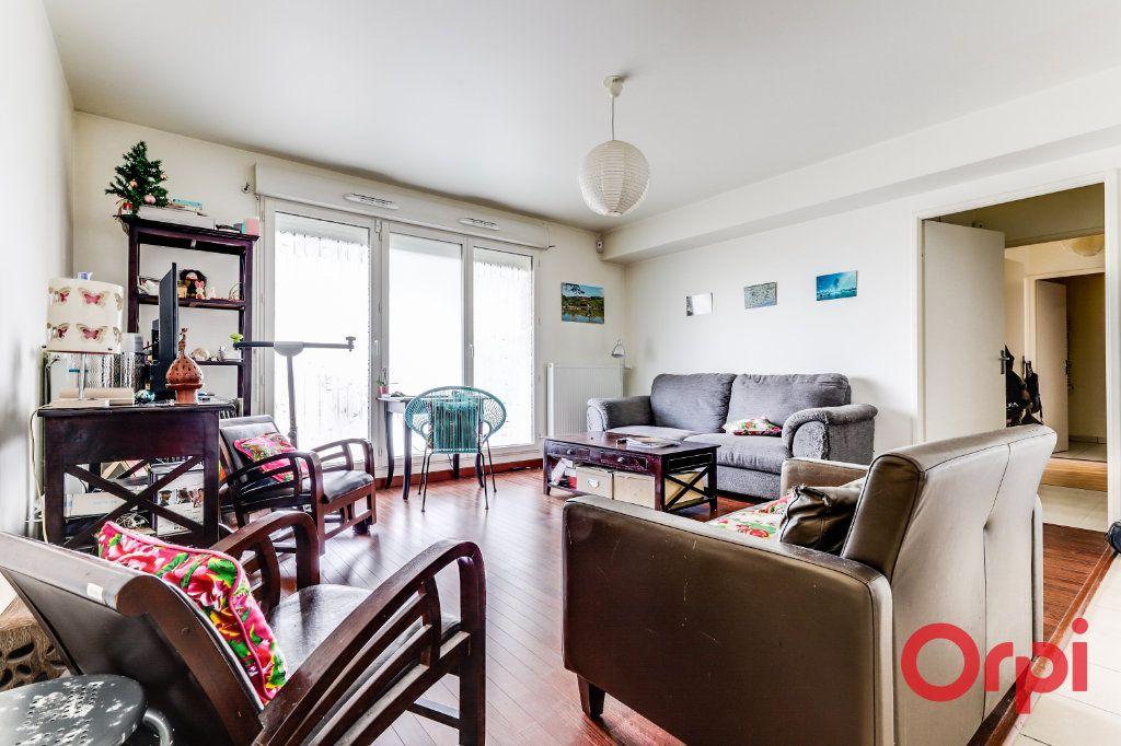 Appartement à vendre 3 63.81m2 à Aubervilliers vignette-1