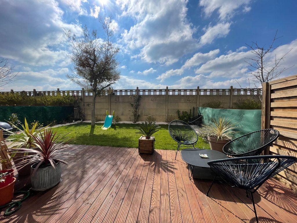Appartement à vendre 4 90.45m2 à Saint-Denis vignette-1