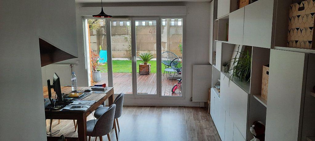 Appartement à vendre 4 90.45m2 à Saint-Denis vignette-4