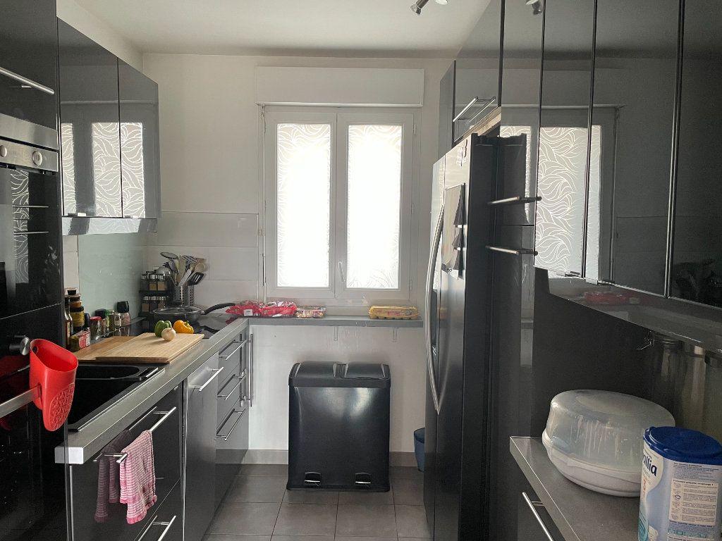 Appartement à vendre 4 90.45m2 à Saint-Denis vignette-5