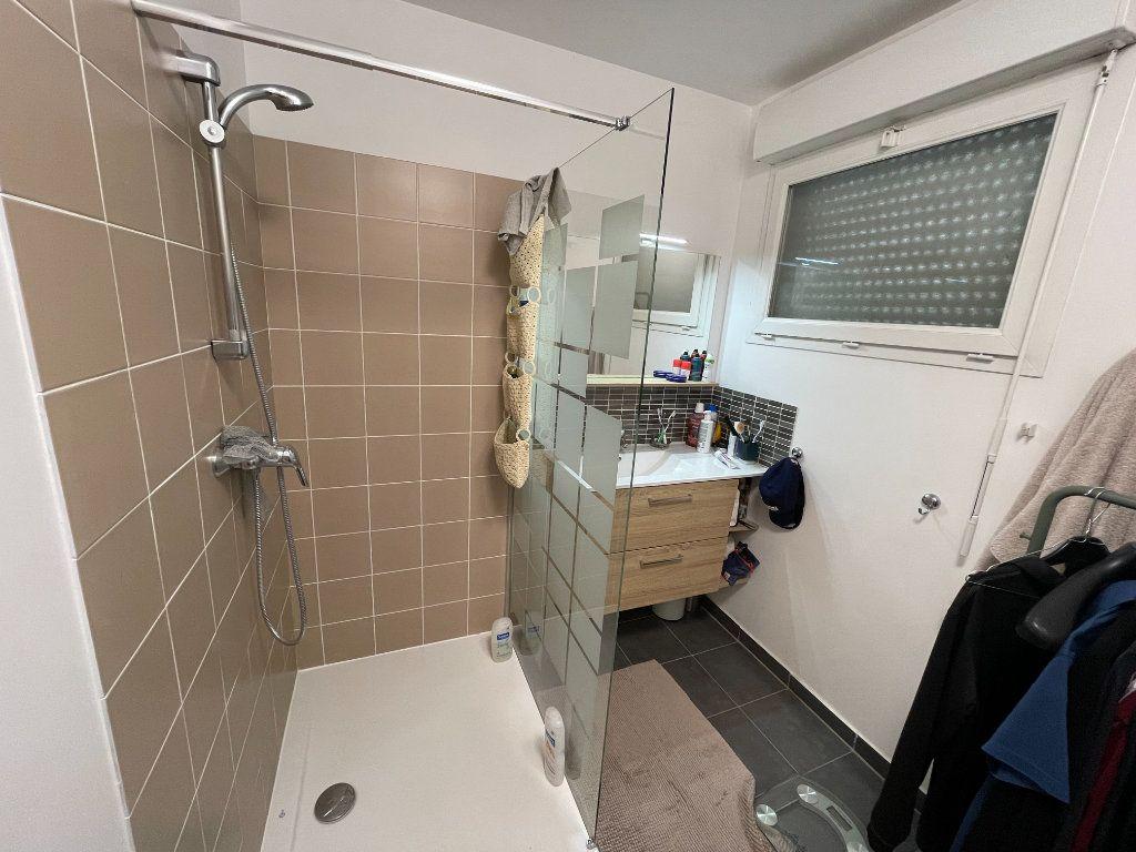 Appartement à vendre 4 90.45m2 à Saint-Denis vignette-6