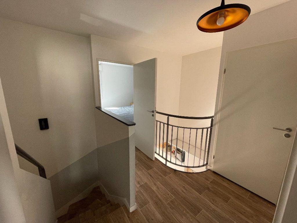 Appartement à vendre 4 90.45m2 à Saint-Denis vignette-8