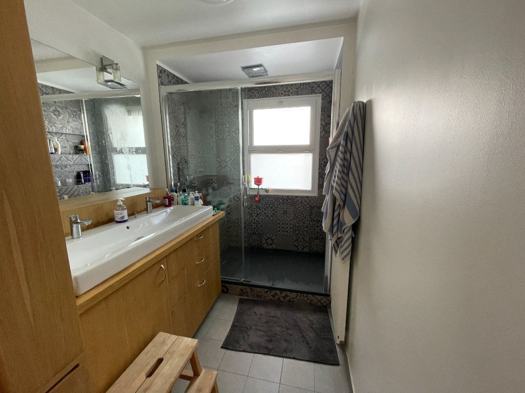 Appartement à vendre 4 90.45m2 à Saint-Denis vignette-11
