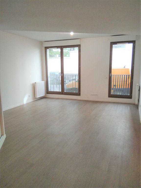 Appartement à louer 1 40m2 à Saint-Denis vignette-1
