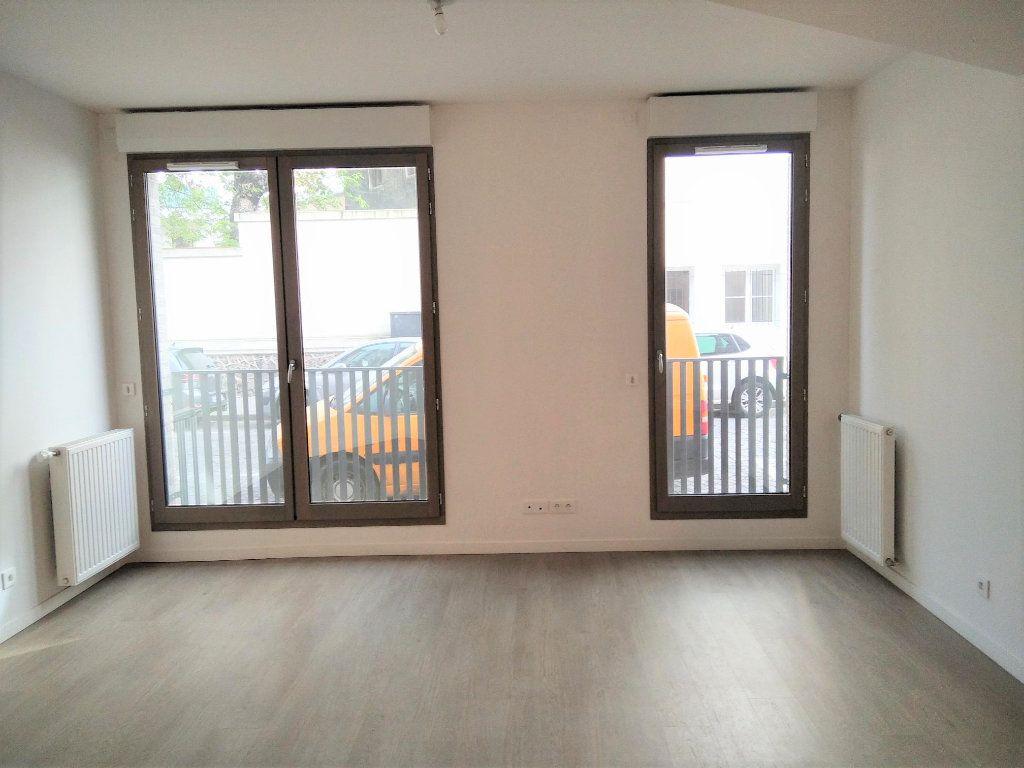 Appartement à louer 1 40m2 à Saint-Denis vignette-2