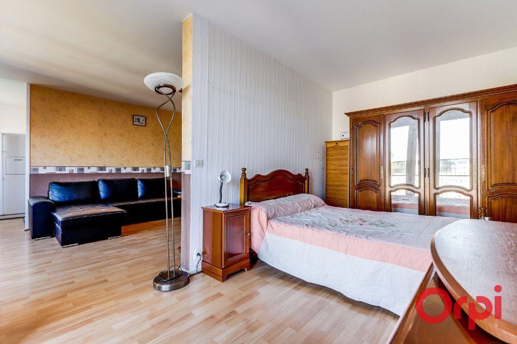 Appartement à louer 3 63m2 à Saint-Denis vignette-2