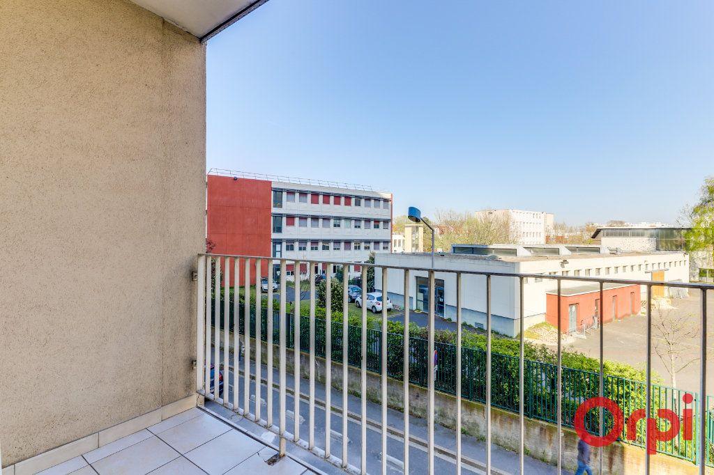 Appartement à louer 3 63m2 à Saint-Denis vignette-10