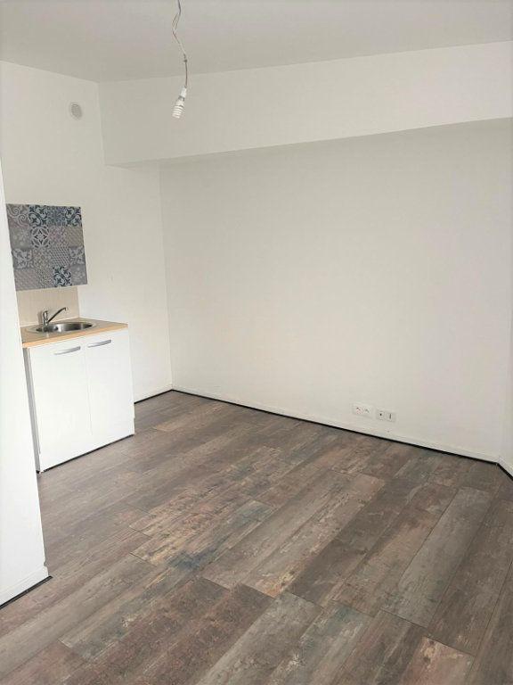 Appartement à louer 1 15m2 à Épinay-sur-Seine vignette-4