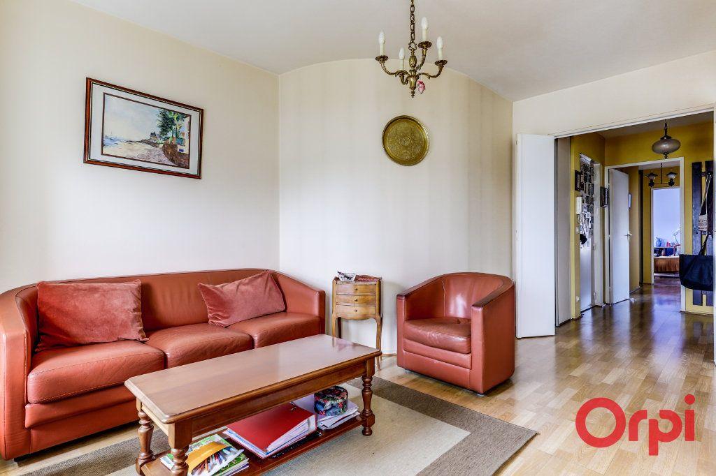 Appartement à vendre 4 78m2 à Saint-Denis vignette-2