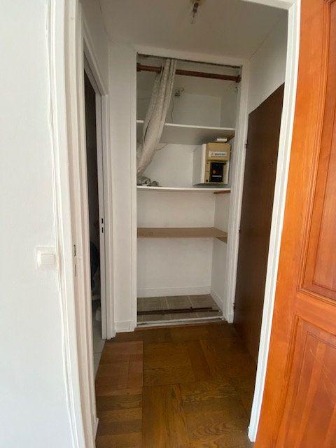 Appartement à louer 1 33.13m2 à Paris 18 vignette-2