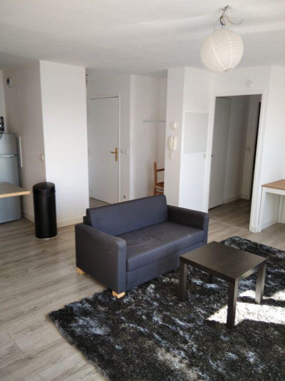 Appartement à louer 2 45m2 à Saint-Denis vignette-2