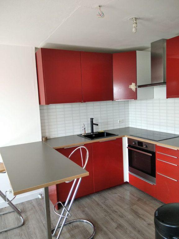 Appartement à louer 2 45m2 à Saint-Denis vignette-3