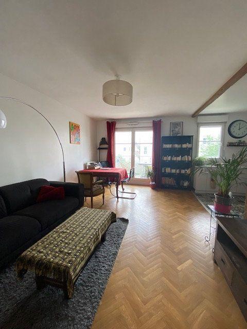 Appartement à louer 3 57.9m2 à Saint-Denis vignette-1