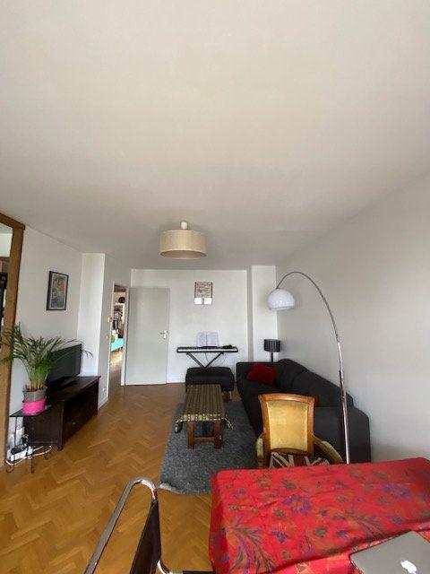 Appartement à louer 3 57.9m2 à Saint-Denis vignette-2