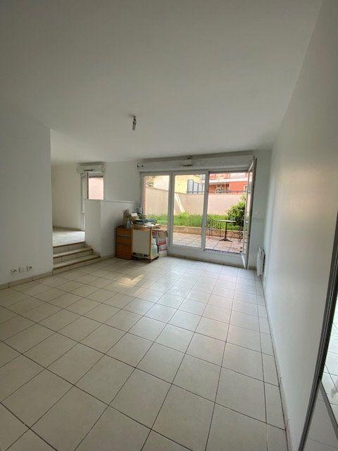 Appartement à louer 4 74m2 à Saint-Denis vignette-1
