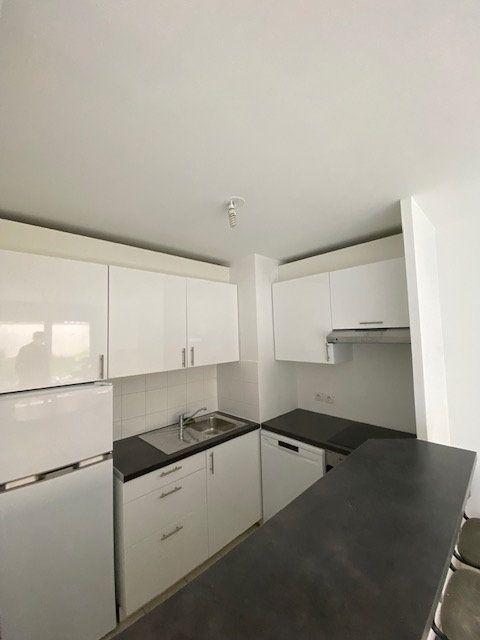Appartement à louer 4 74m2 à Saint-Denis vignette-3