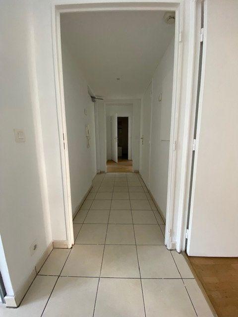 Appartement à louer 4 74m2 à Saint-Denis vignette-5