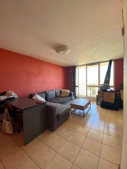 Appartement à louer 3 72m2 à Saint-Denis vignette-1