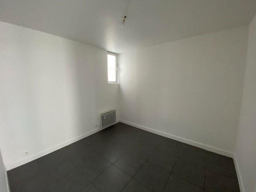Appartement à louer 3 39m2 à Pantin vignette-3