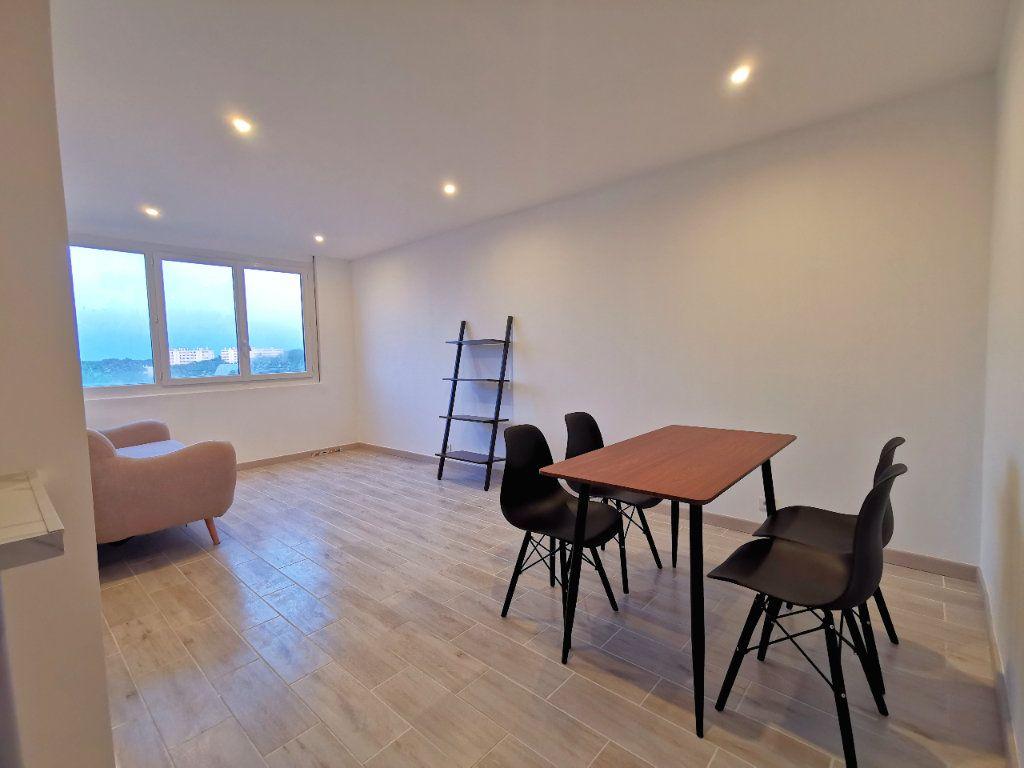 Appartement à louer 2 41.85m2 à Saint-Denis vignette-1