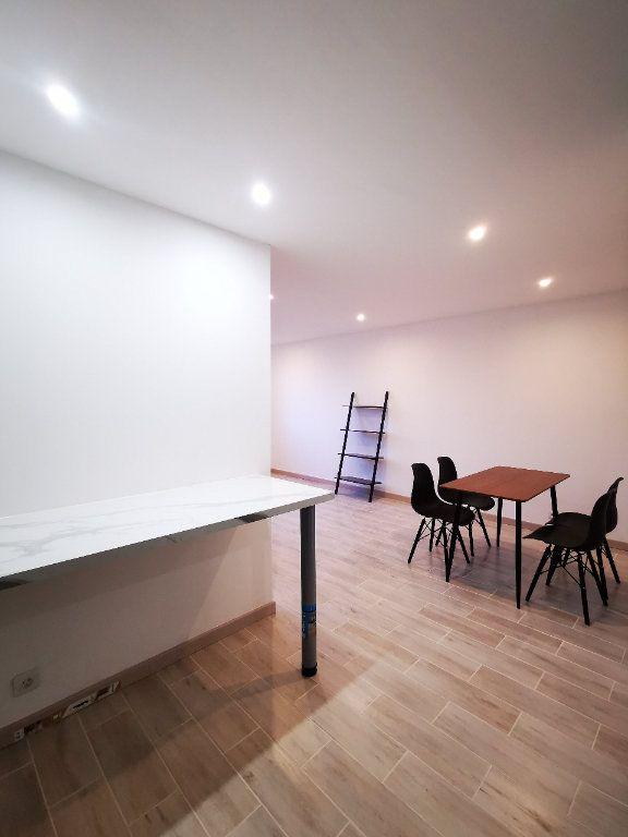 Appartement à louer 2 41.85m2 à Saint-Denis vignette-2