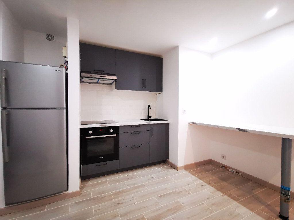 Appartement à louer 2 41.85m2 à Saint-Denis vignette-3