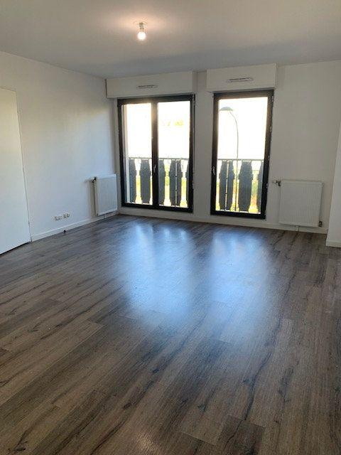 Appartement à vendre 3 65m2 à Aubervilliers vignette-2